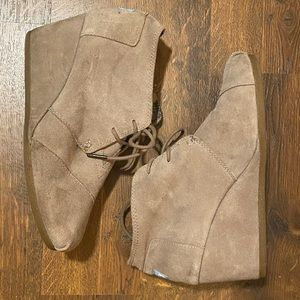 TOMS Taupe Wedge Booties 9.5